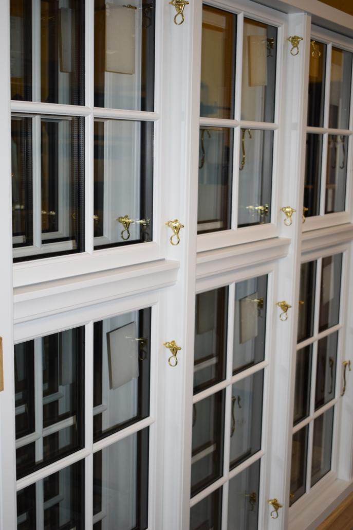 Palæ vinduer med messing anverfer